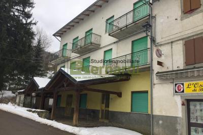 AL01 - Ampio albergo a Serrazzone
