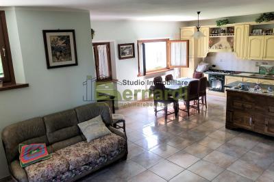 AF249 - Appartamento in centro con giardino